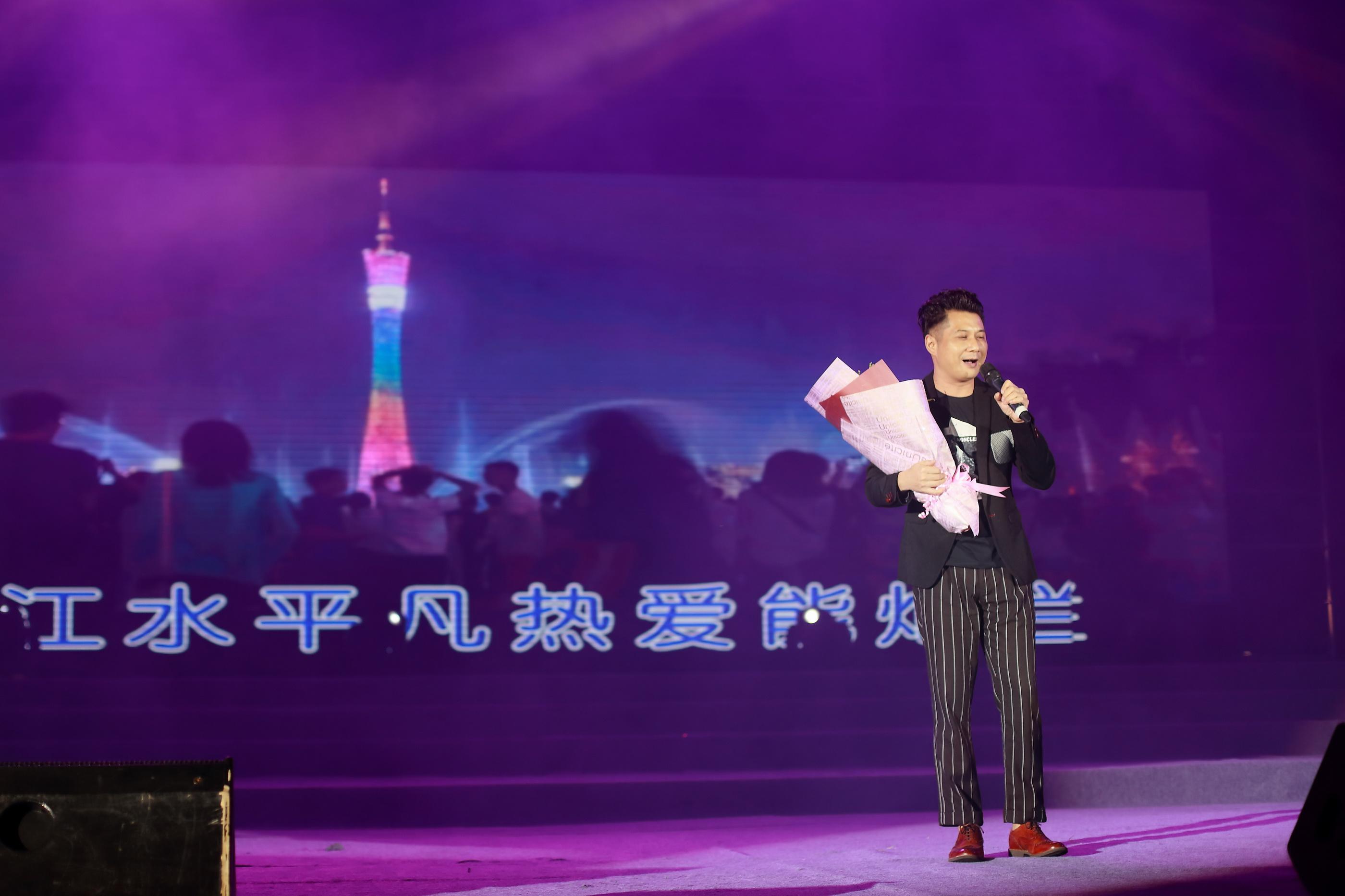 著名唱作人陈辉权演唱:《绿色珠江》、《伴你同行》.JPG