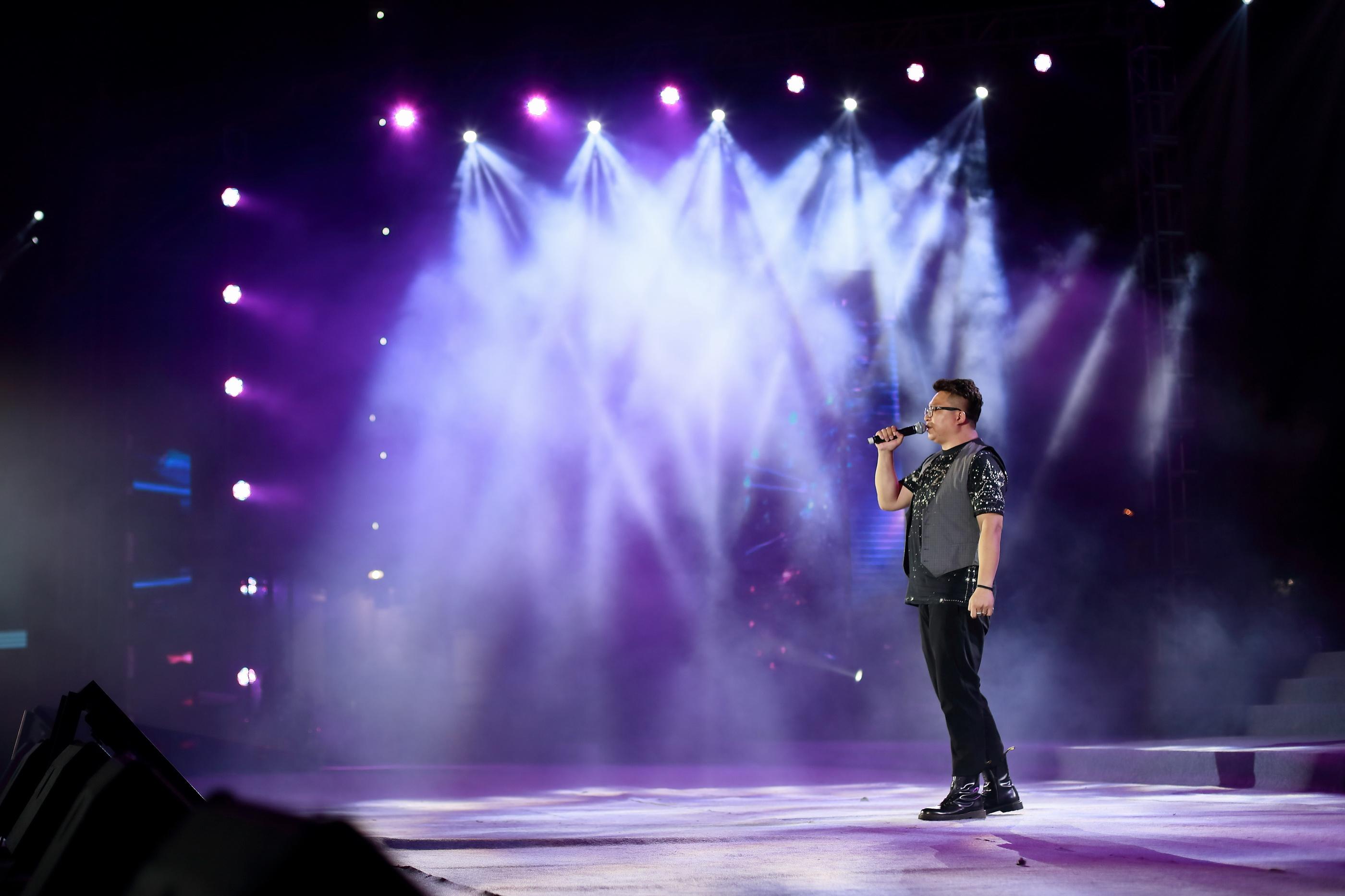 著名音乐人李晶演唱:《窑火》、《我是一片砖》.JPG