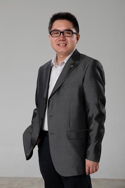 邓耀邦单人照片.jpg